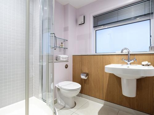 800x600 2 bed bathroom